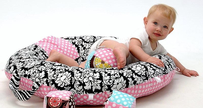 Floor Nanny Pillow For Baby : Pello is a Pillow with Practical Purposes The Giggle Guide - The Grapevine