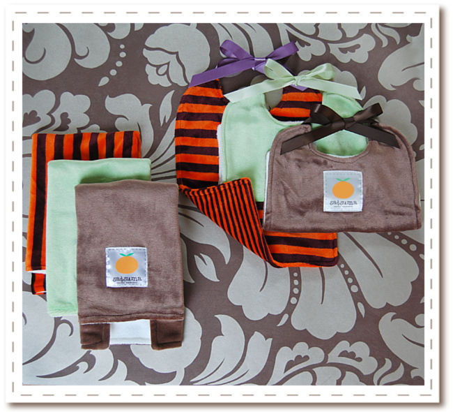 Num Num Organic Bamboo Gift Set - Bamburp and Bambib to keep messes to a minimum!